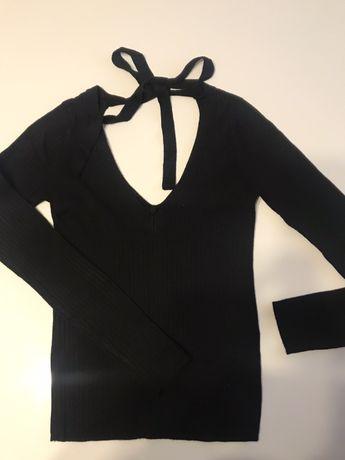 Sliczny czarny sweter stradivarius v-neck wiazany dekold z tylu Nowy