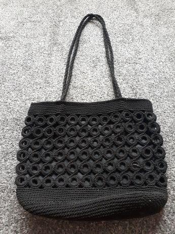 Czarna torebka materiałowa