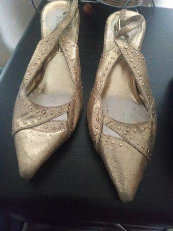 Женская обувь р. 35
