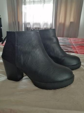 Botas pretas, tamanho 36