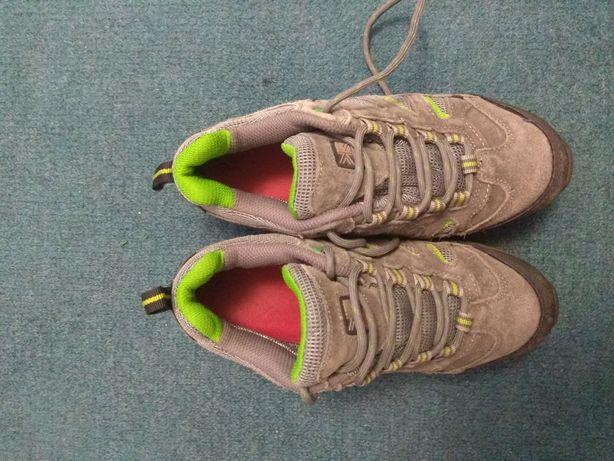 Якісні кросівки Унісекс