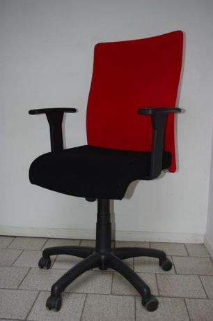 Fotel biurowy obrotowy MERIVA Nowy Styl - Faktura