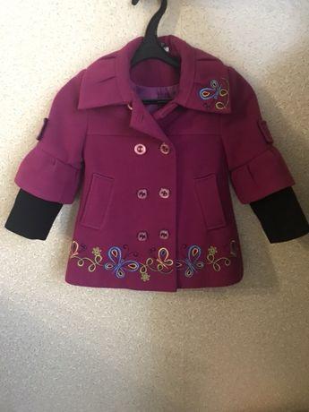 Продам пальтишко для девочки 3-4 года