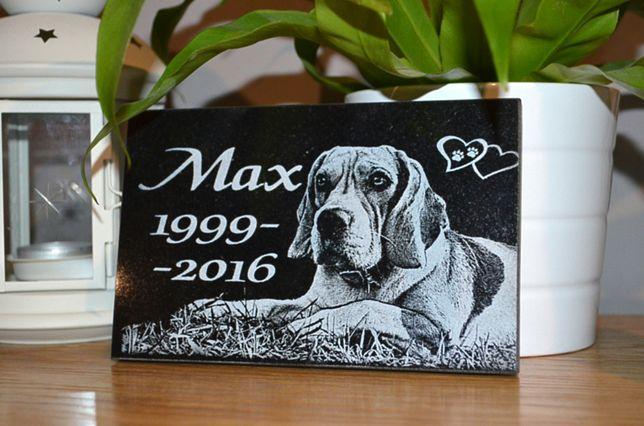 Nagrobek dla psa - płyta granitowa upamiętniająca zmarłego psa
