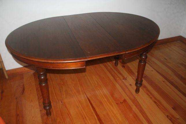 mesa cerejeira extensível com pernas  torneadas