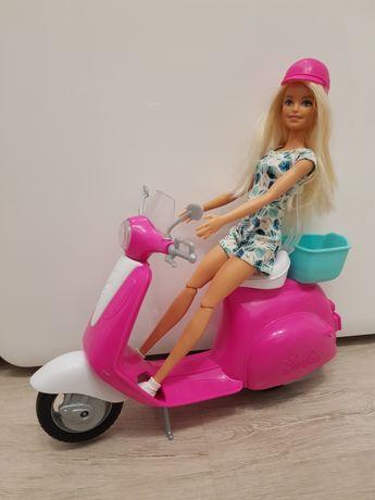 Lalka na skuterze Barbie