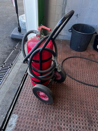 Extintor 25kg com carro