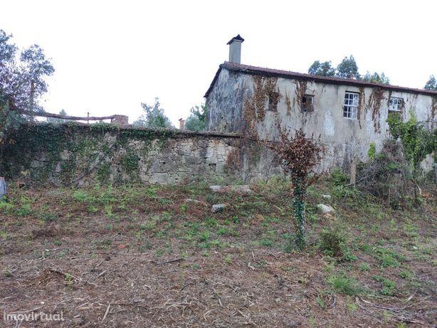 Casa rústica com terreno para reabilitação