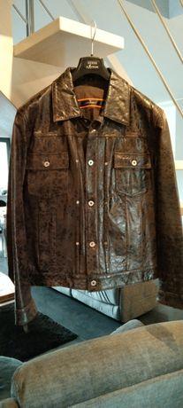 Sprzedam kurtkę ze skóry o rozmiarze 52 ( XL) w stanie bardzo dobrym.