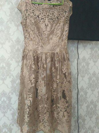Продам очень красивое нарядное платье