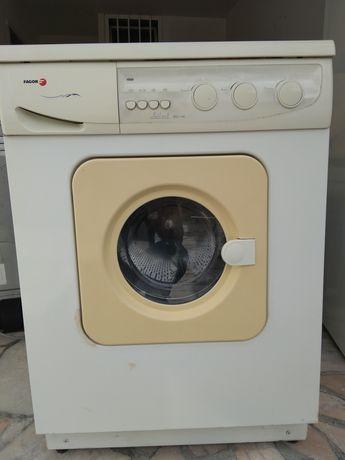 Máquina lavar e secar roupa