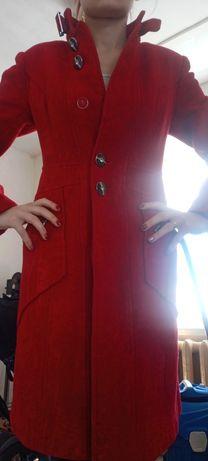 Красное пальто 40-42 размер!