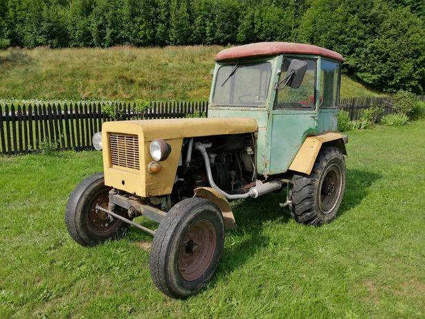 Traktor ,,sam ''  +  przyczepa jednoosiowa