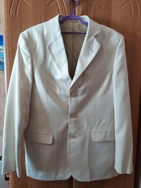 Белый пиджак от фирмы Kurgan (в описание весь костюм)