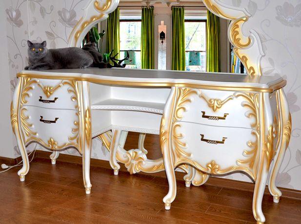 Комплект мебели из массива бука ( комод, туалетный столик с зеркалом).