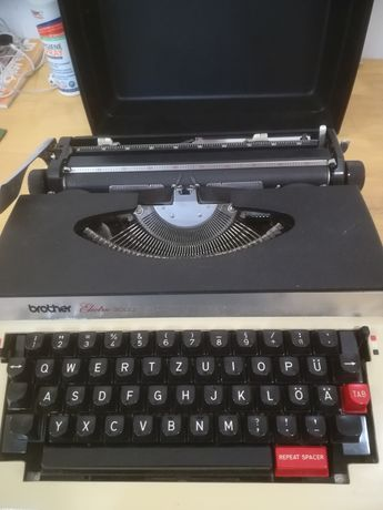 Sprzedam walizkowa elektryczną maszynę do pisania