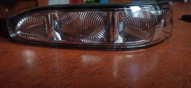 Kierunkowskaz lewy lusterka Mercedes GL x164 ML w164  R w251