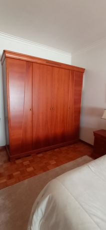 Mobília de quarto em cerejeira