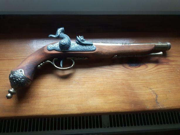Pistolety skałkowe