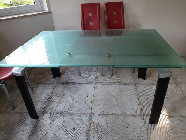 Duży szklany stół rozkładany