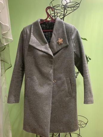 пальто в идеальном состоянии , есть пояс