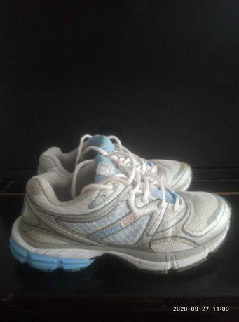 Продам фирменные кроссовки Karrimor D30