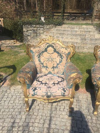 Stylizowany fotel antyczny