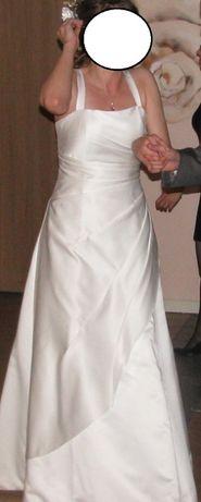 Suknia ślubna kolor ecru + bolerko futrzane i tiulowe + parasolka