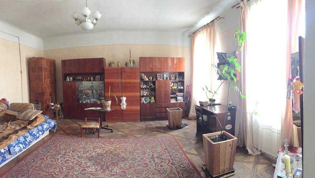 продається 2 кімнатна квартира вул. Франка (кут вул. Зелена)