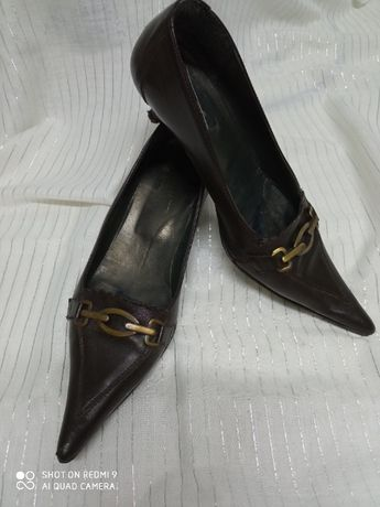 Sapatos bicudos em pele 35