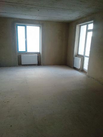 Продається двухрівнева простора квартира з гаражем та коморою