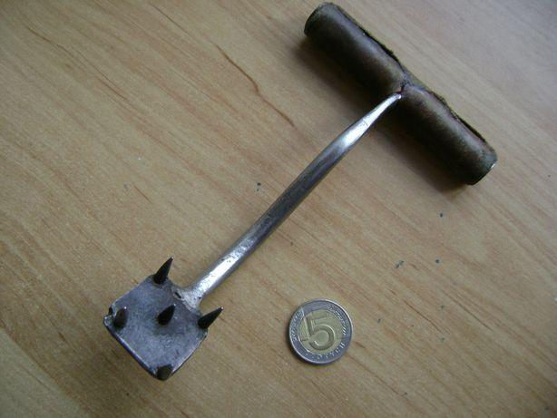 Starocie z PRL - Stare narzędzia = Do obsługi bel siana, przedwojenne