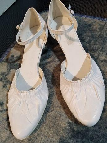 Białe skórzane buty do ślubu rozmiar 37