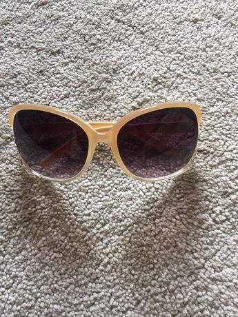 Oculos de sol beje claro