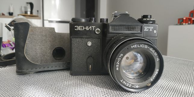 Aparat analogowy Zenit z pokrowcem
