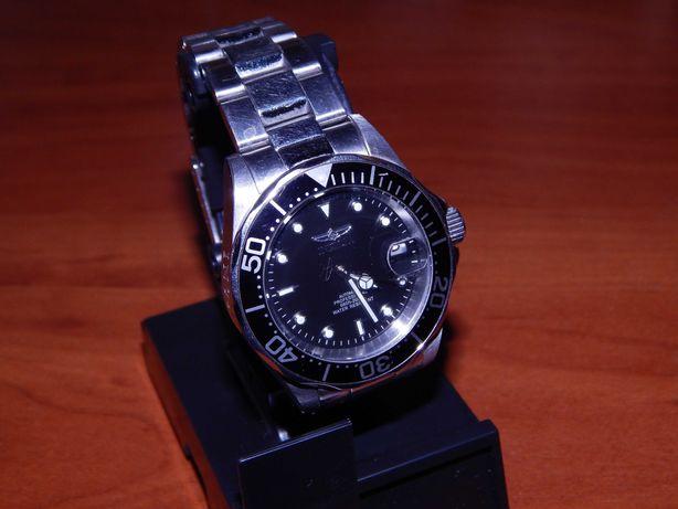 Наручные часы Invicta механика с автоподзаводом на браслете.