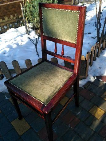 Антикварный дубовый стул.