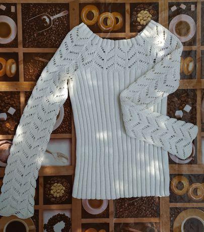 Белая вязаная кофта