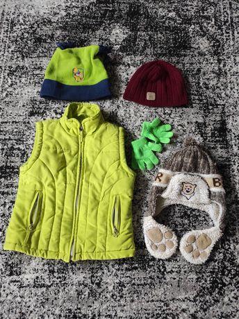 Paka ubrań ( kamizelka, rękawiczki, czapki)