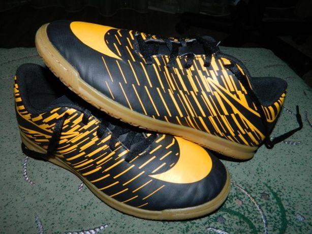 Футзалки Nike (оригинал) фирменные размер-38 стелька- 24см