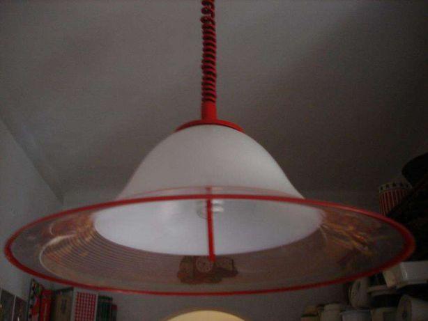 Candeeiro de teto em acrilico de sala ou cozinha