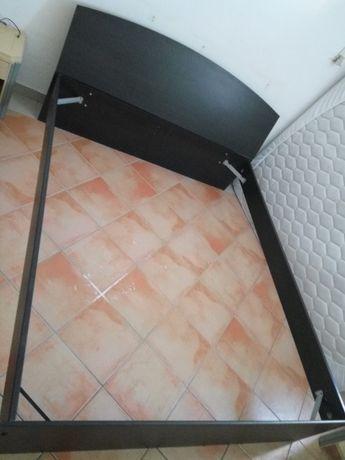 Vendo estrados 90cm por 2 m,  colchões, cama MALM  1,60m por 2 metros