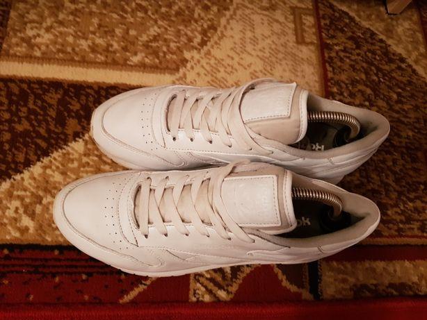 Продам фірмові кросівки Reebok classic