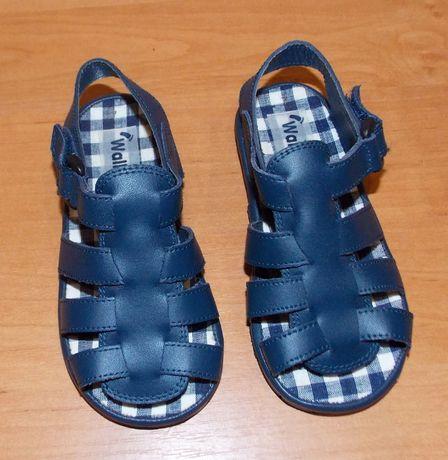 Новые босоножки Walkingright для мальчика , размер 7 (16 см)