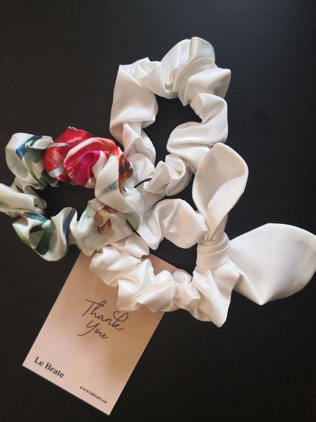 Le Brate Satynowa gumka do włosów ecru wstążka z uszami kwiatowa