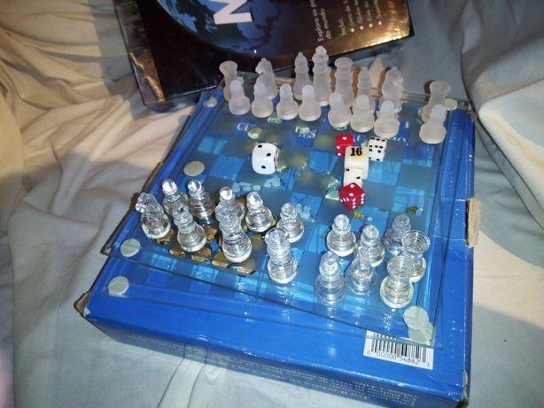 Jogo Xadrez / Damas / Gamão Peças e tabuleiro em vidro 20 x 20 cm
