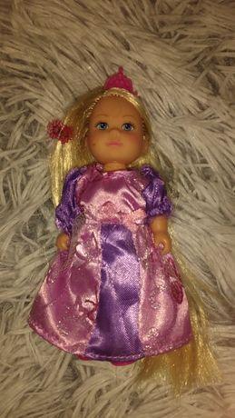 Malutka lalka księżniczka