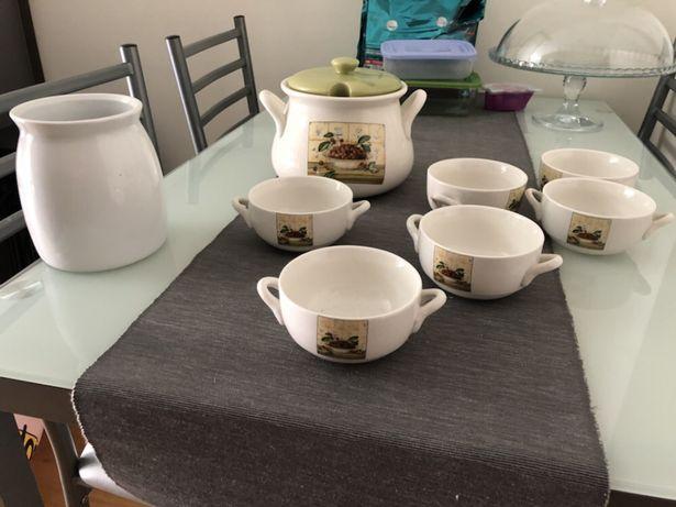 Conjunto de chávenas de sopa