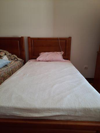 2 camas de solteiro em cerejeira