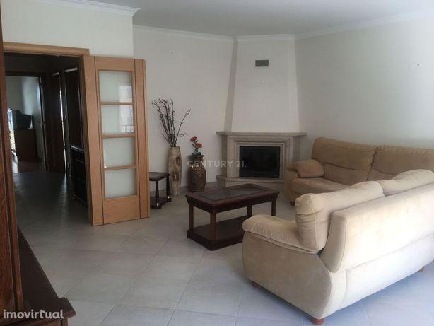 Excelente Apartamento T2 Santa Bárbara
